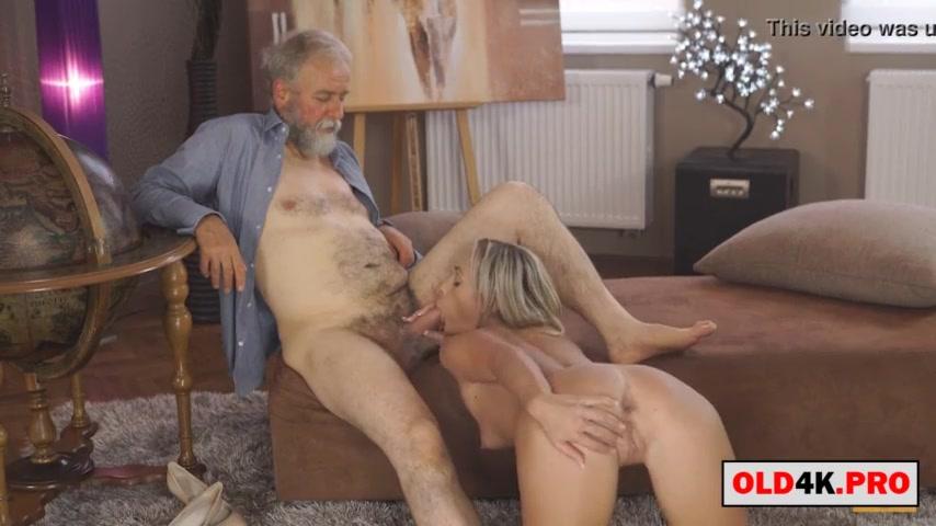 Дед оприходовал молодую блондиночку в киску после минета